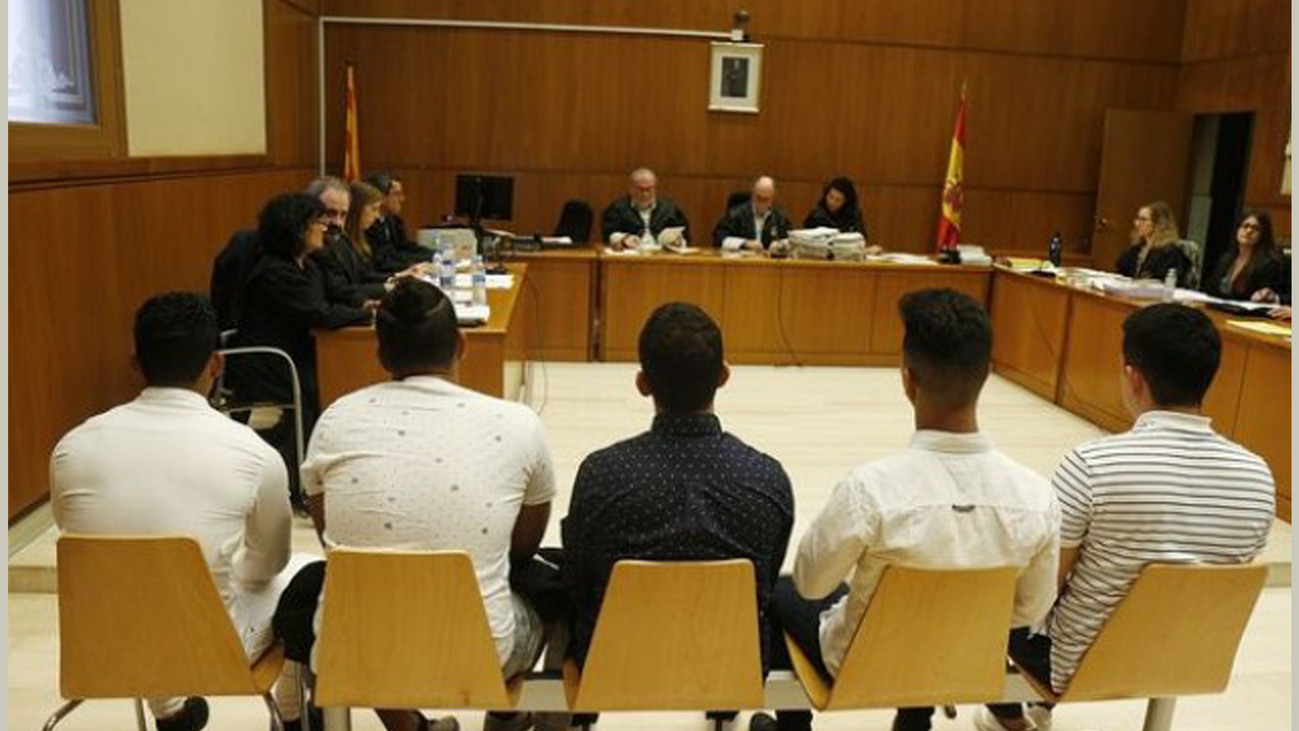 La Fiscalía eleva la acusación de abuso a agresión sexual para los miembros de La Manada de Manresa