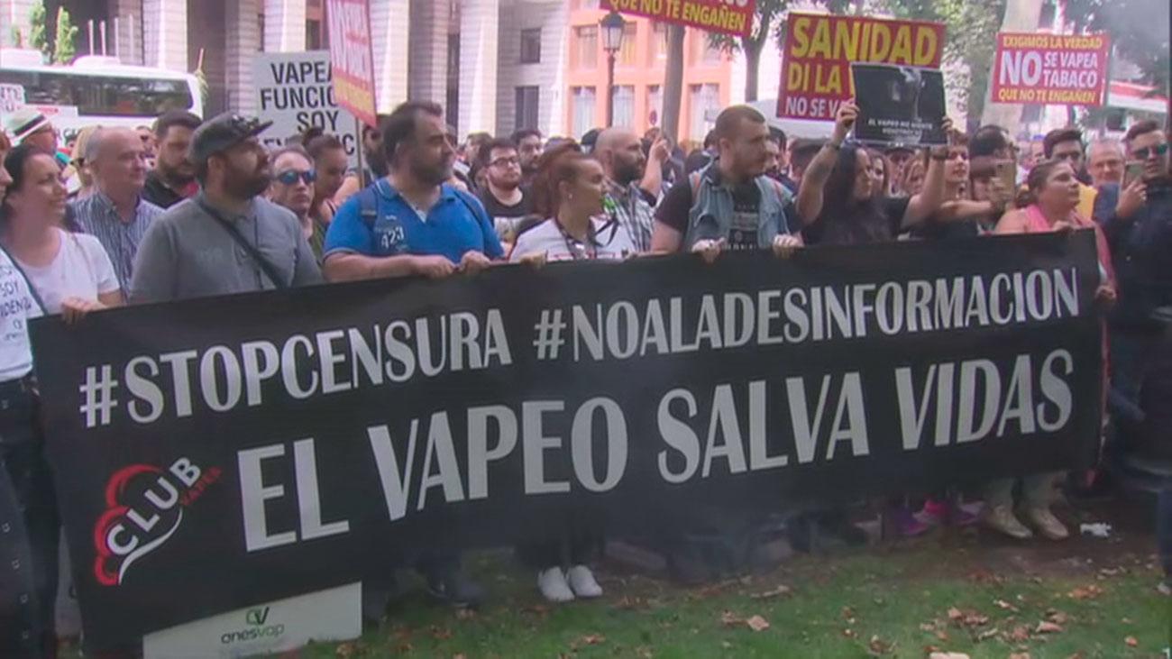 Manifestación a favor de los vapeadores frente al Ministerio de Sanidad