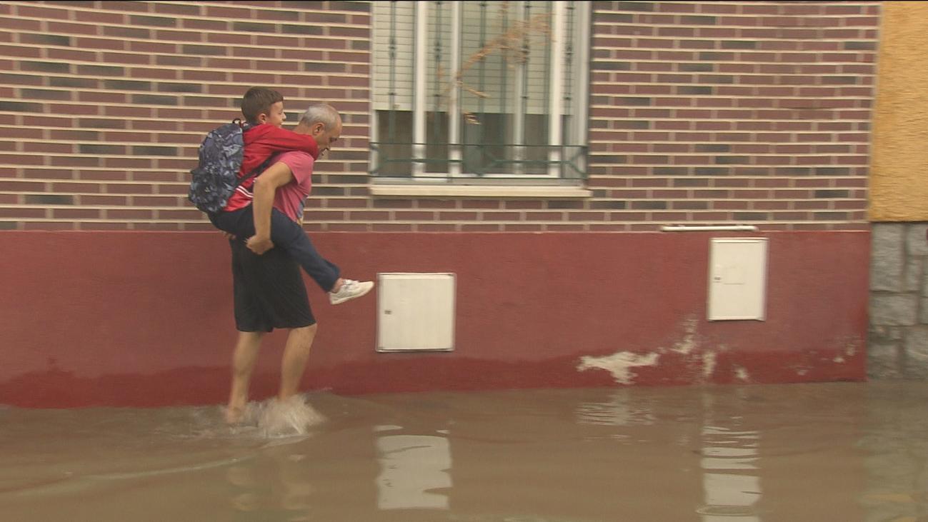Los vecinos de San Martín de la Vega evalúan los destrozos tras las tormentas