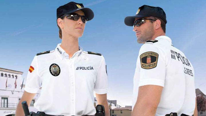 La Policía de Sanse estrena uniforme realizado con plásticos desechados del mar