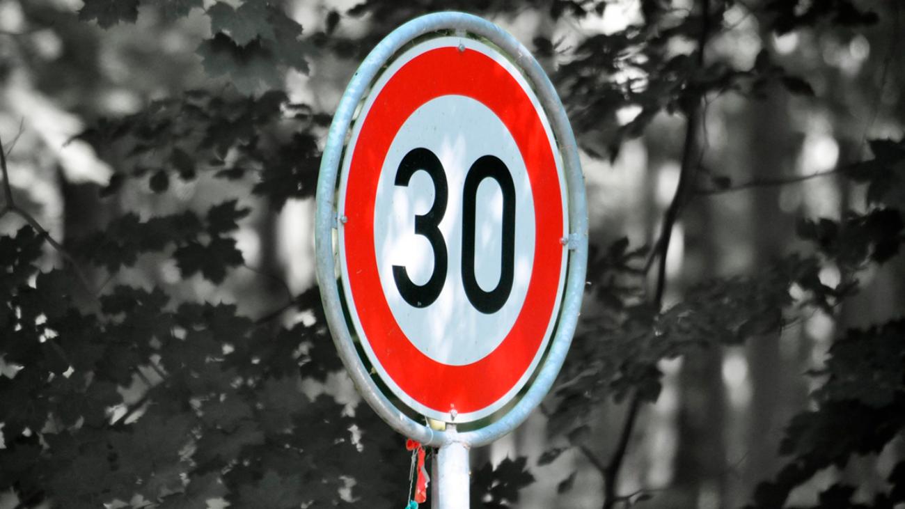Señal de máxima velocidad a 30 km/h