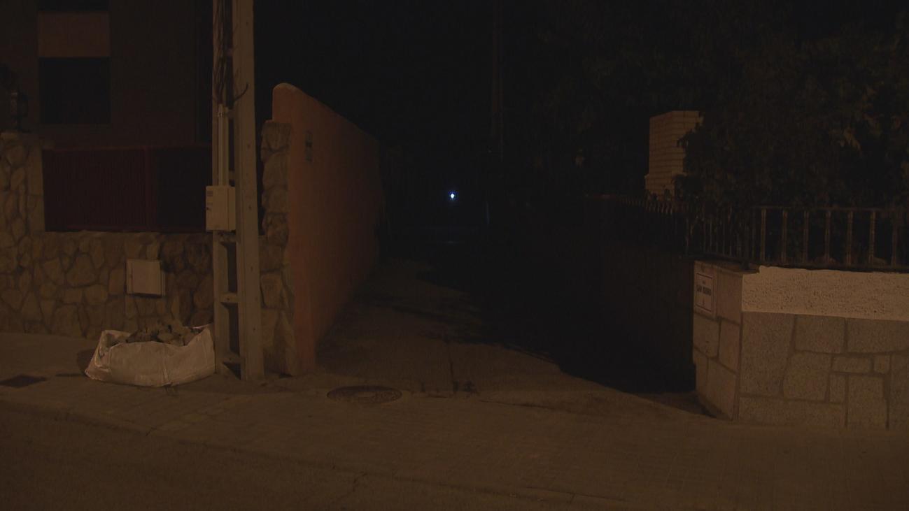 Una calle de Alpedrete, a dos velas