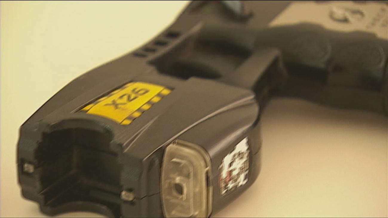 ¿Cómo funcionan las pistolas táser?