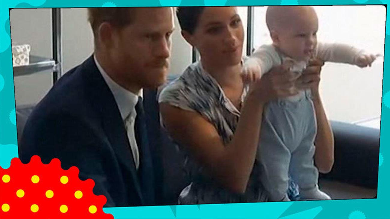 Meghan Markle vuelve a saltarse el protocolo y besa al Príncipe Harry en un acto oficial