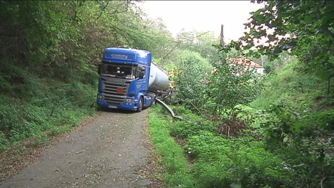Un camión queda atrapado en Vizcaya por culpa del GPS