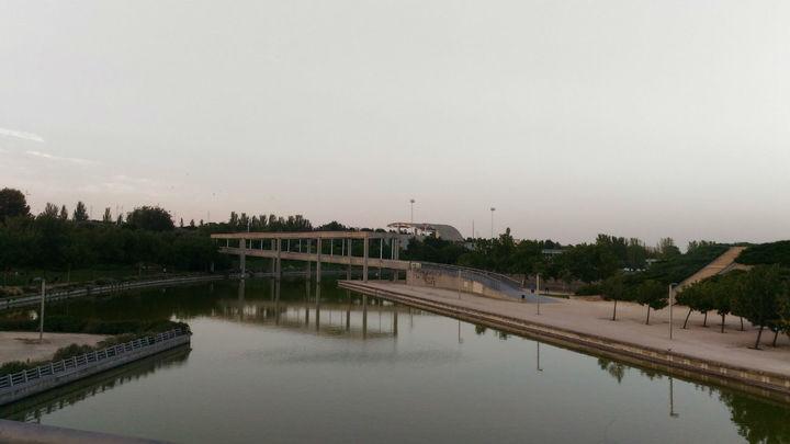 El estanque del Parque Juan Carlos I de Madrid, cerrado al deporte por bacterias fecales