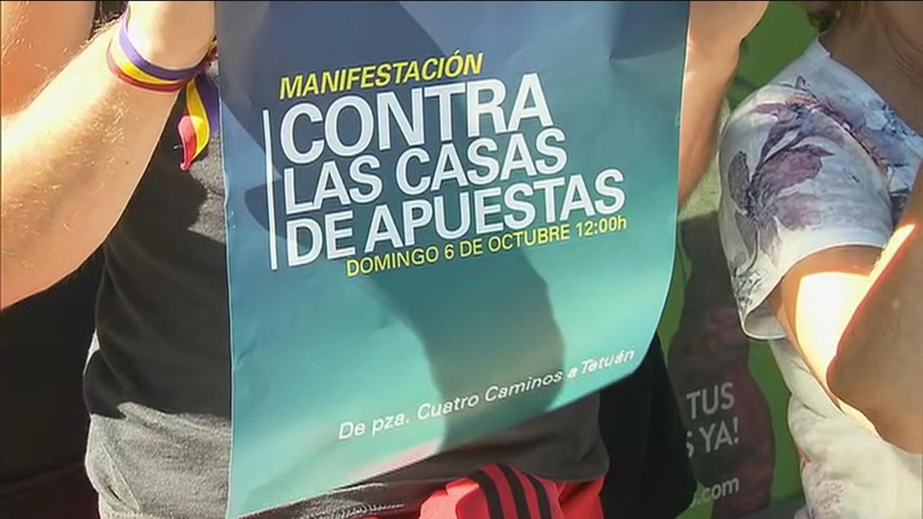 """Vecinos de Carabanchel, contra las casas de apuestas que invaden """"los barrios pobres"""""""