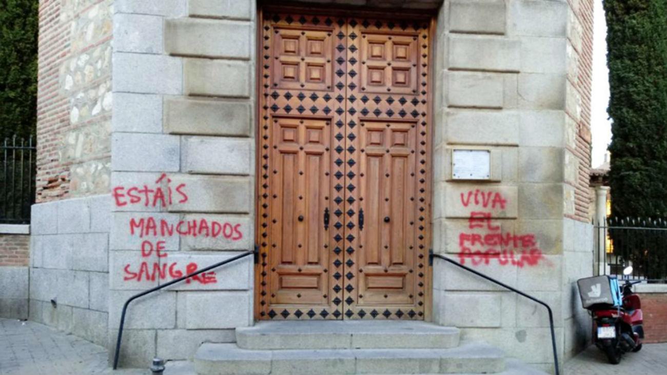 Pintadas en la parroquia de San Miguel Arcángel de Fuencarral