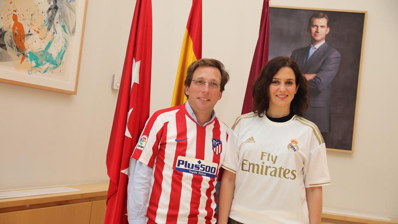 Ayuso vaticina la victoria del Real Madrid y Almeida del Atlético en el derbi