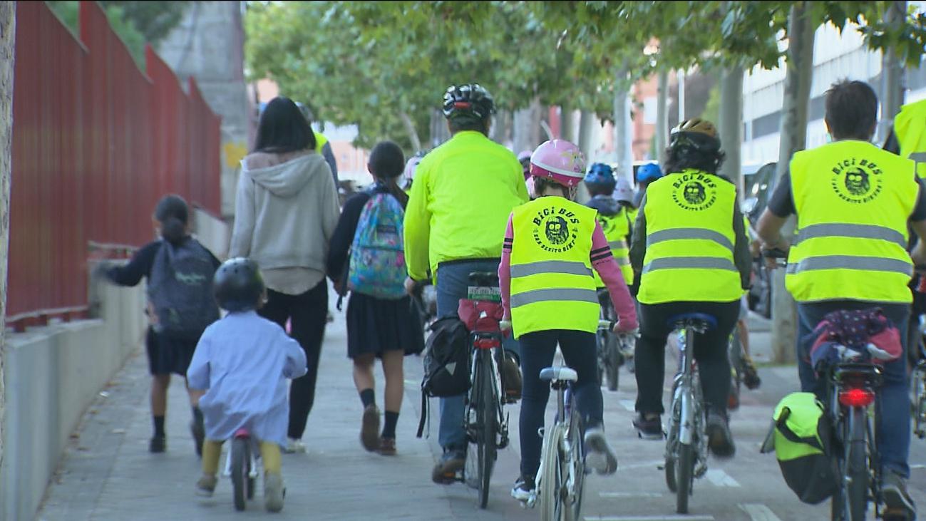 El bicibús, el mejor transporte para ir al colegio, llega a Ciudad Lineal
