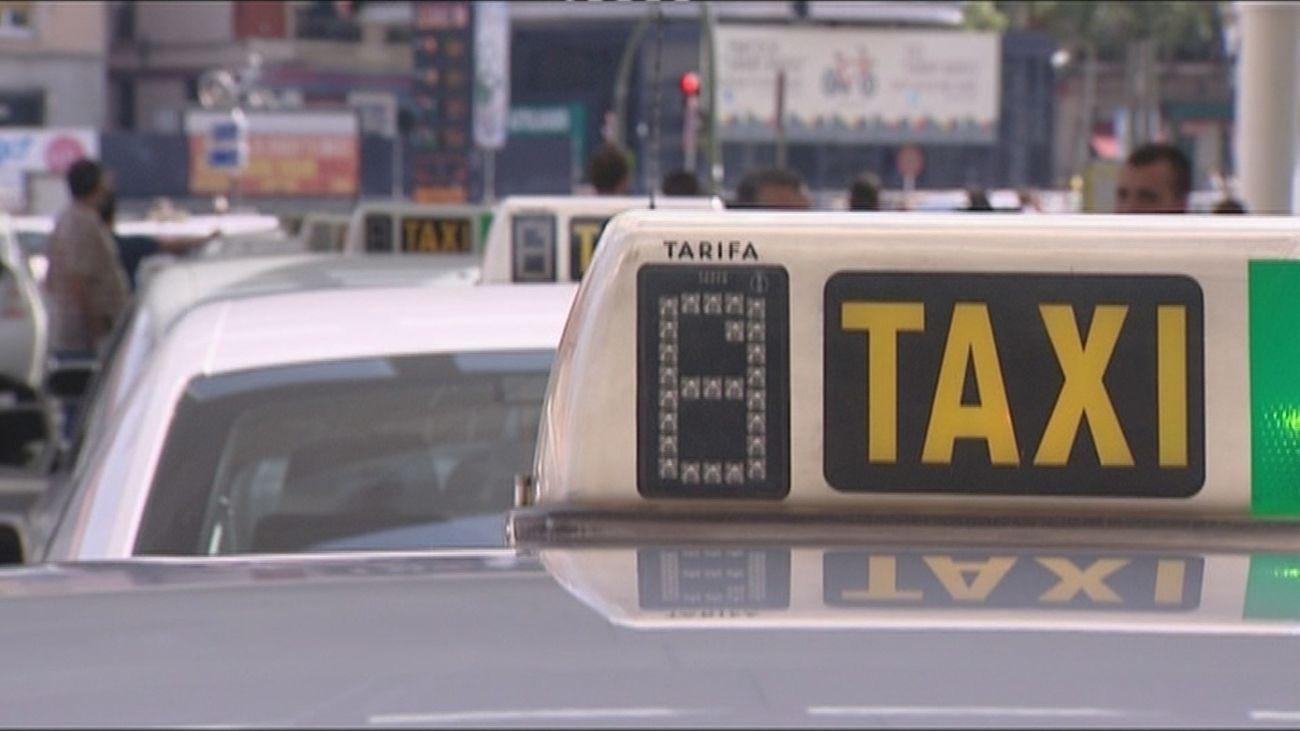 Los taxistas piden que se recomiende el taxi como medio de transporte seguro