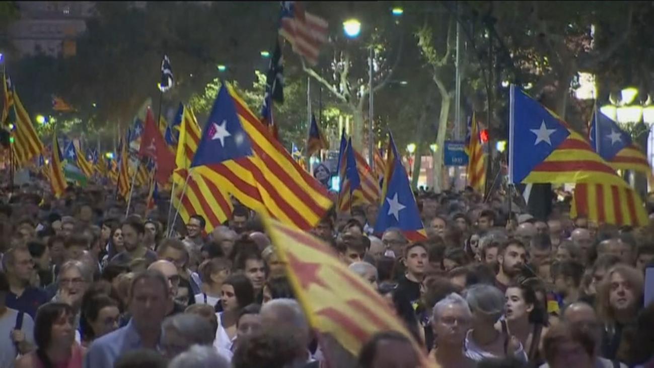 Unas 18.000 personas se manifiestan en Barcelona por el 1-O