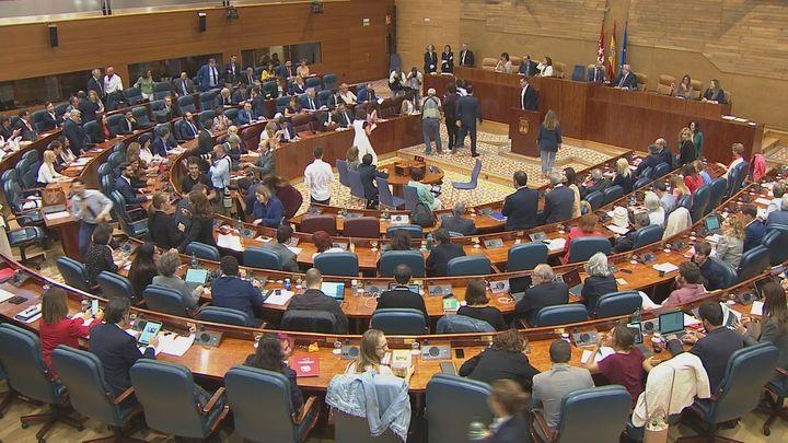 La exhumación de Franco marca el pleno de la Asamblea de Madrid