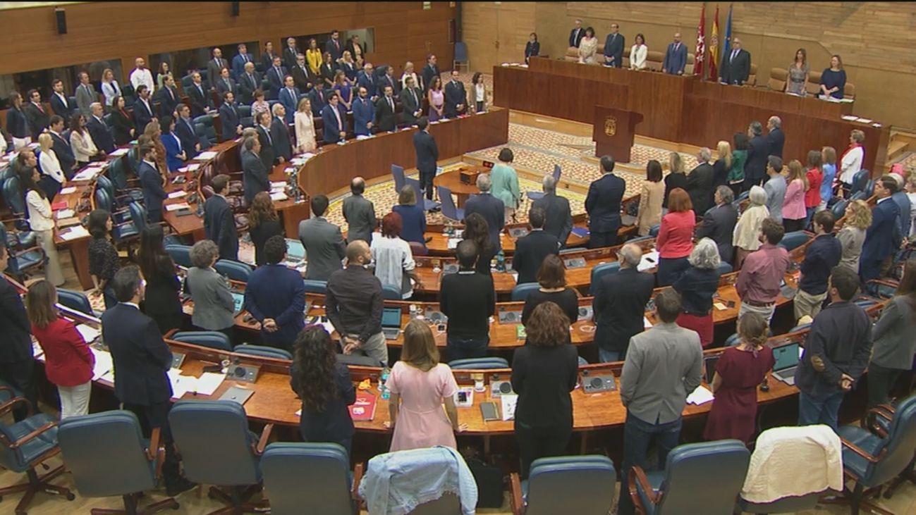 Minuto de silencio en la Asamblea de Madrid