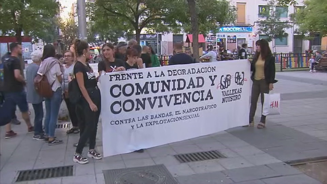 Vecinos de Vallecas se concentran para rechazar la violencia