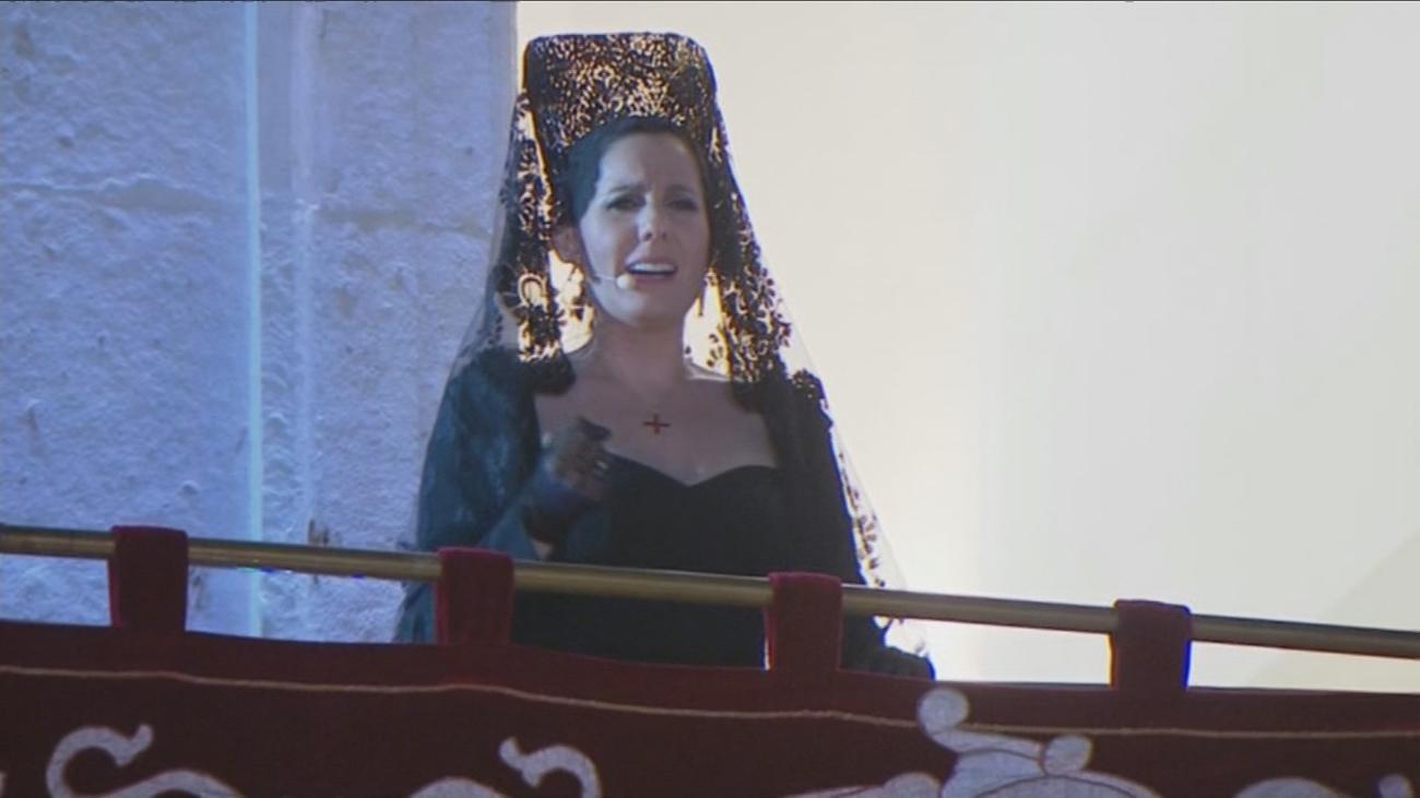 Diana Navarro regala su preciosa voz a Jesús de Medinaceli en Sol