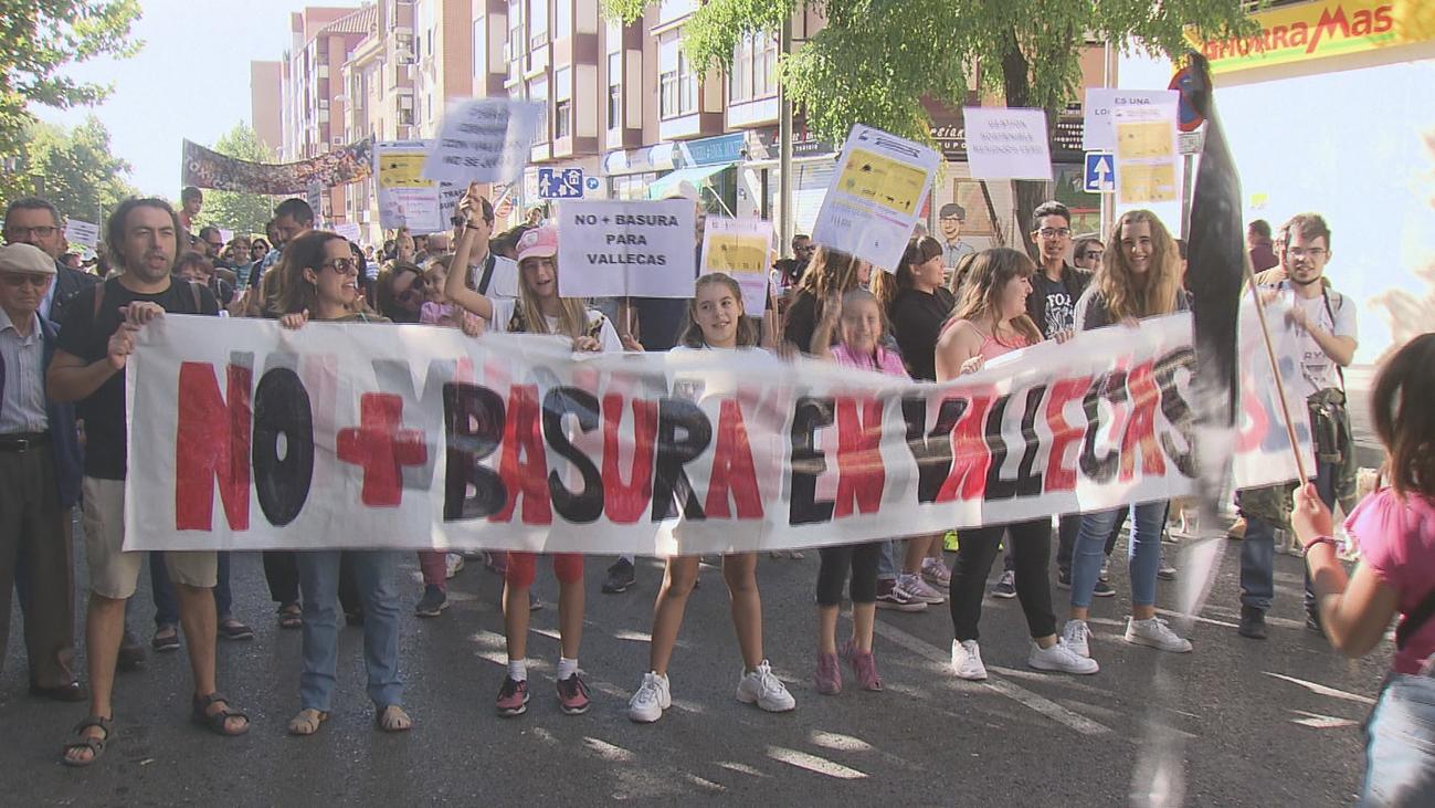 Vecinos de Vallecas protestan contra la llegada de más residuos a Valdemingómez