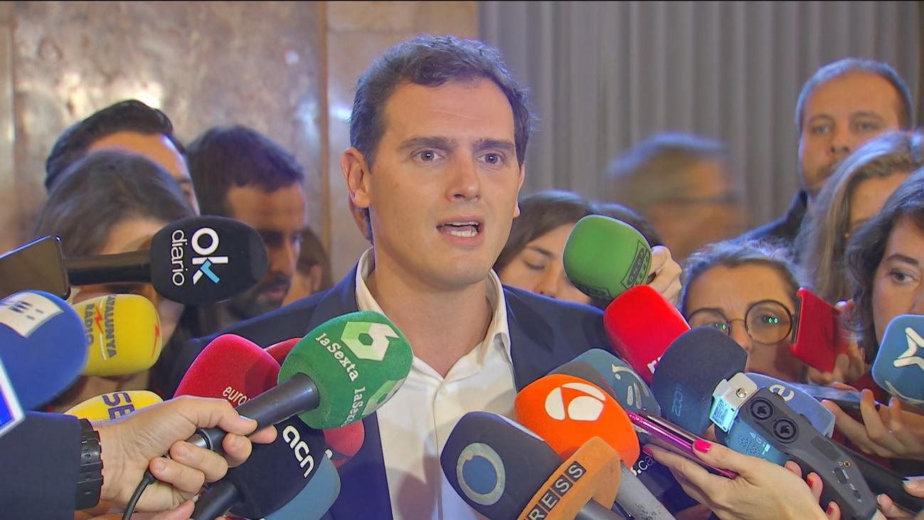 Rivera insta a Sánchez y a Casado a aclarar qué harán en la oposición