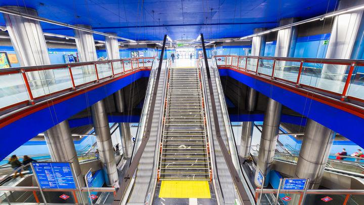 Estación de la línea 10 de Metro