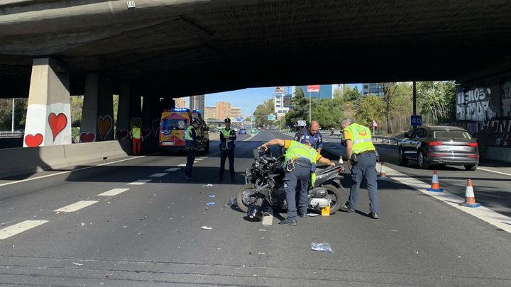Herida muy grave una motorista tras chocar con una furgoneta en la M-30