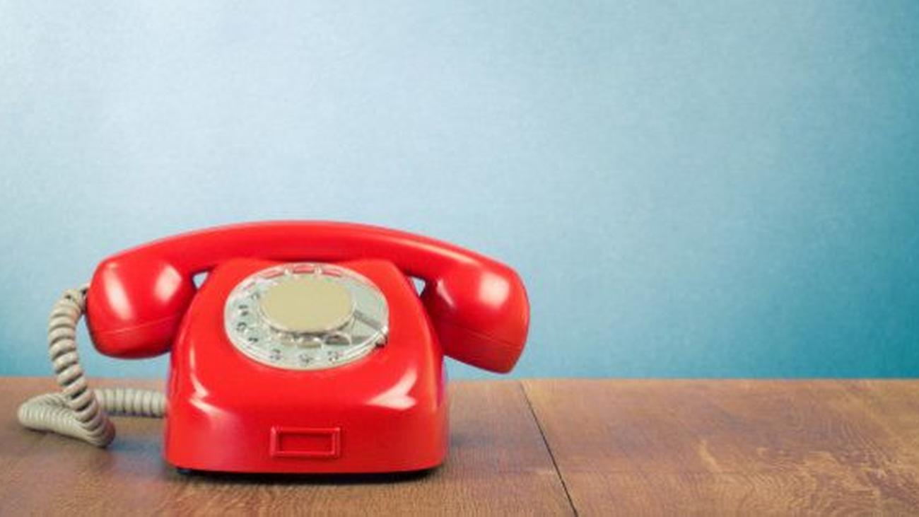 ¿Nadie usa ya al teléfono fijo?