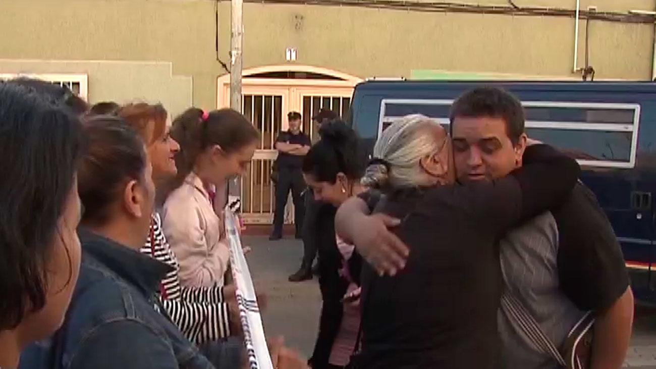 Una familia, con dos menores, es desahuciada en Villaverde