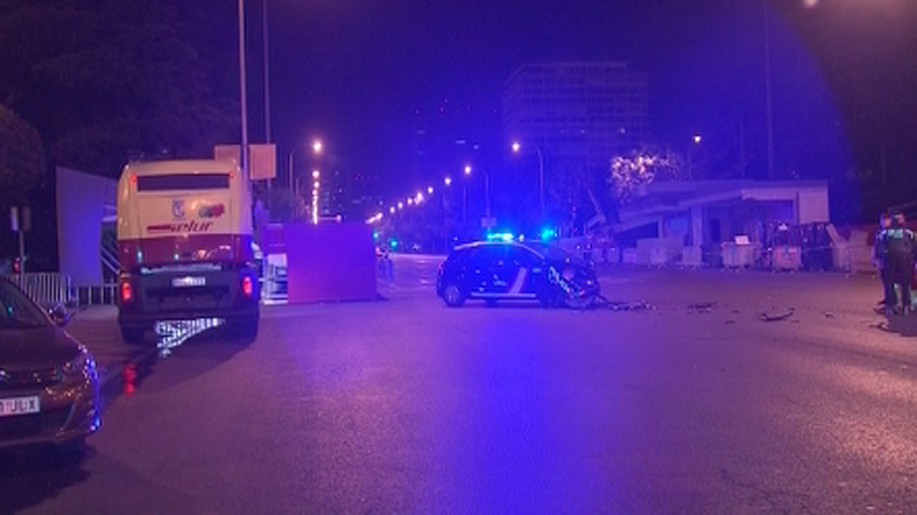 Un coche de Policía a toda velocidad choca con un taxi en la Castellana