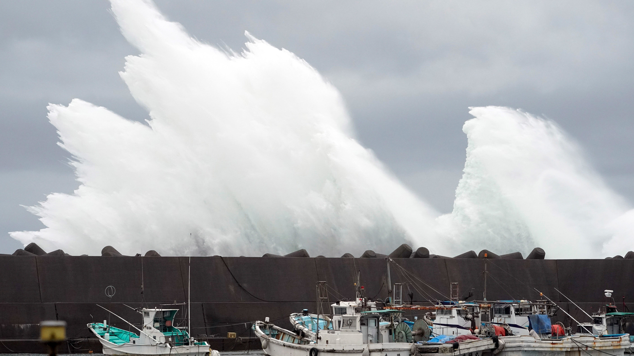 Japón se prepara para enfrentarse al peor tifón en 60 años