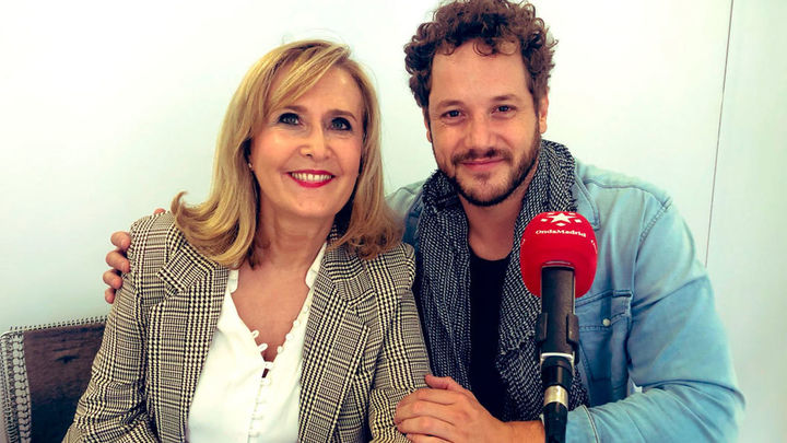 Daniel Diges canta en la Puerta del Sol, desde el estudio móvil de Onda Madrid