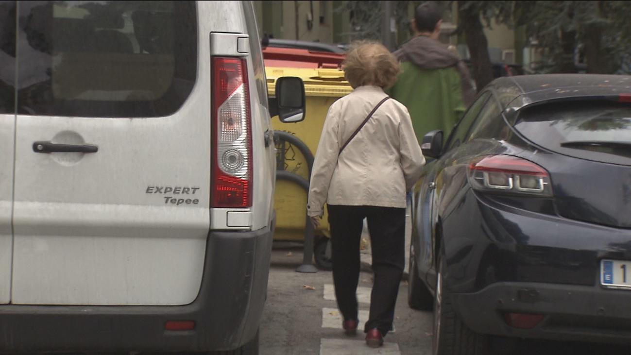 Vecinos y comerciantes, enfrentados por los parquímetros en Valdezarza