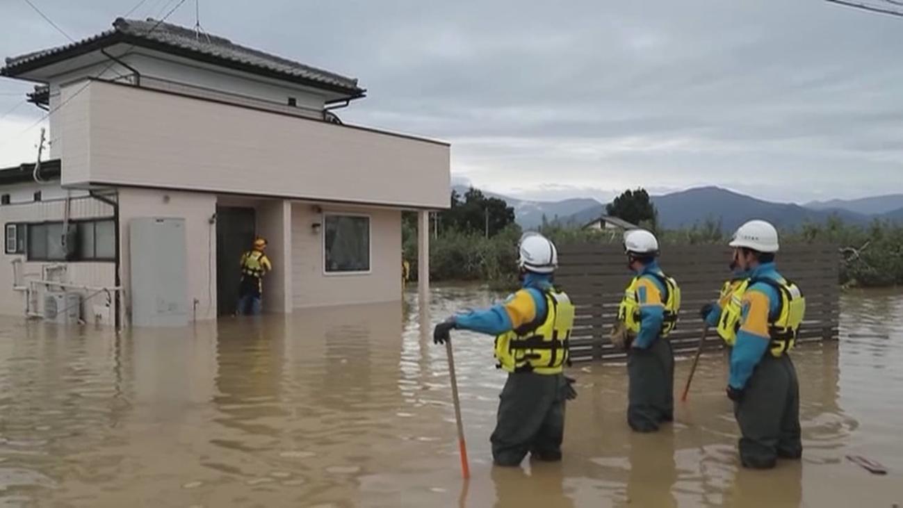 Japón busca supervivientes tras el paso del tifón que dejó  56 muertos