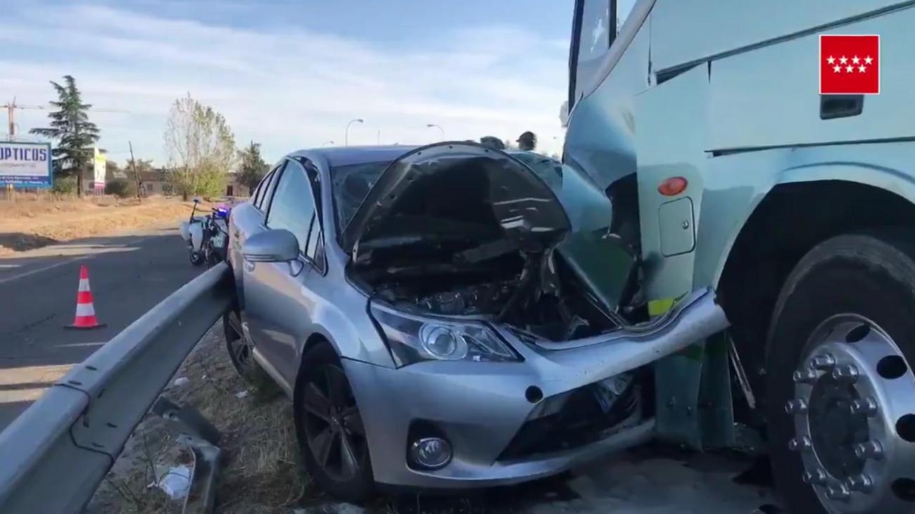 Dos heridas en un choque frontal entre un autobús y un turismo en Brunete
