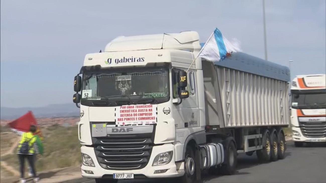 Una caravana de 140 camiones de As Pontes  se concentra en Madrid
