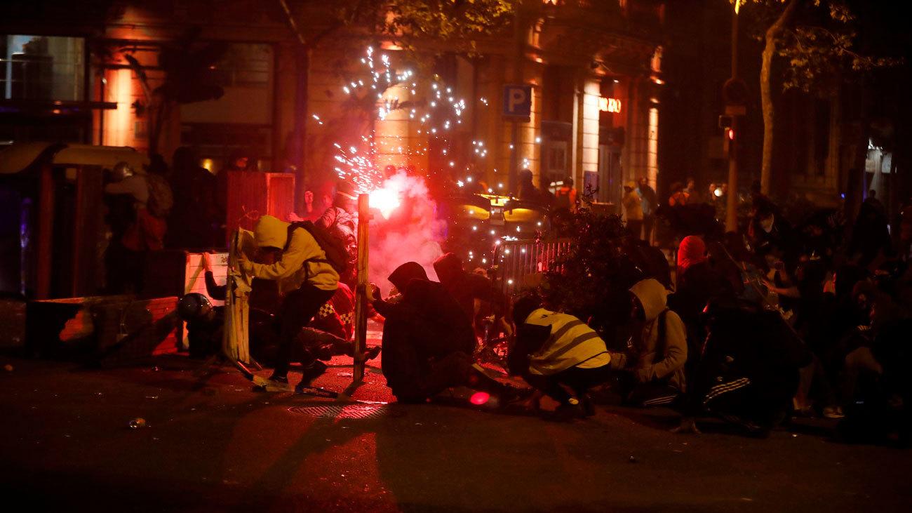 Vuelven los disturbios a Barcelona con quema de contenedores