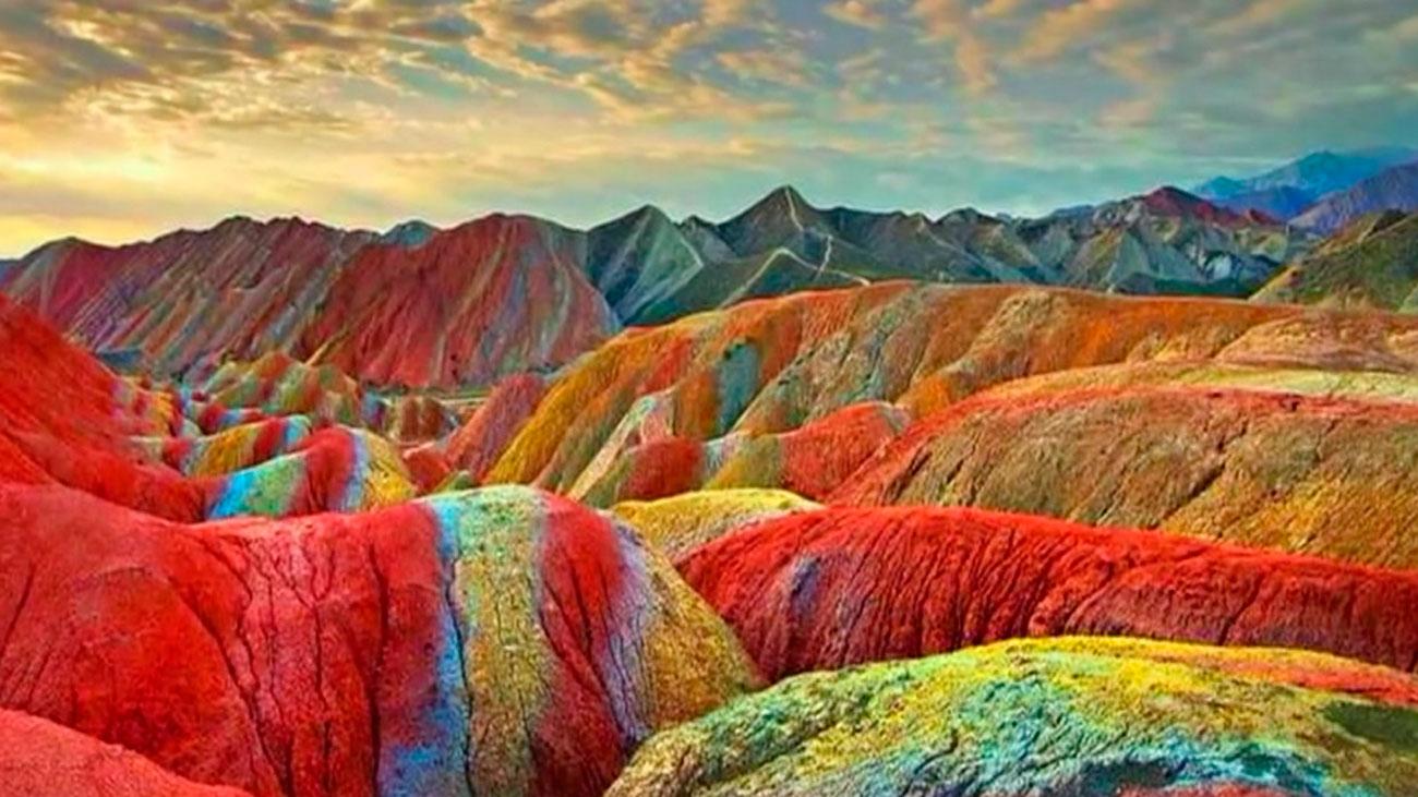 Unas montañas de arcoíris