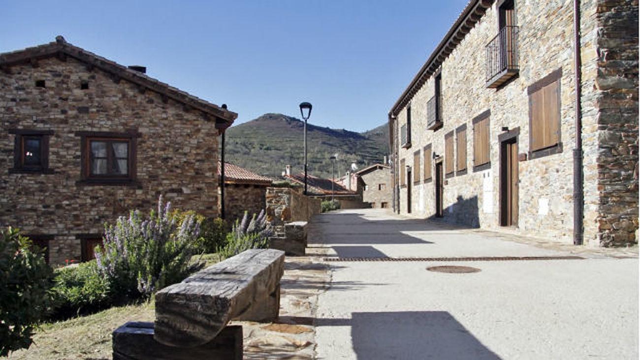 Proyecto 'Arraigo' reforma casas deshabitadas en los pueblos y las alquila a precios muy bajos