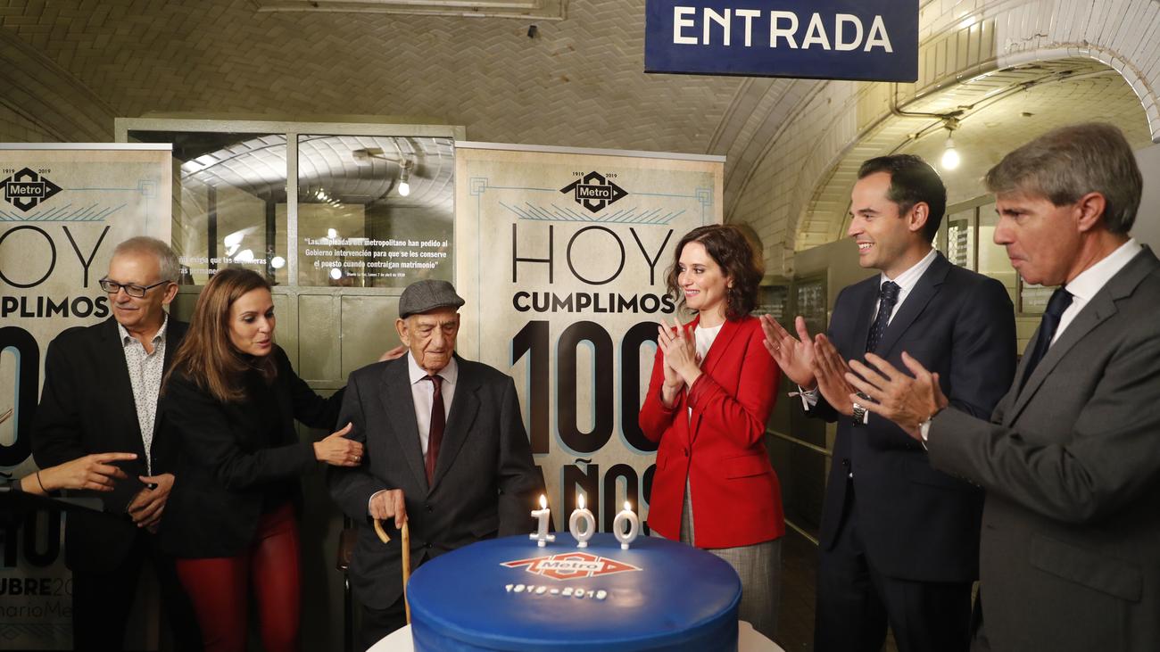José cumple 100 años y lo celebra con Metro de Madrid