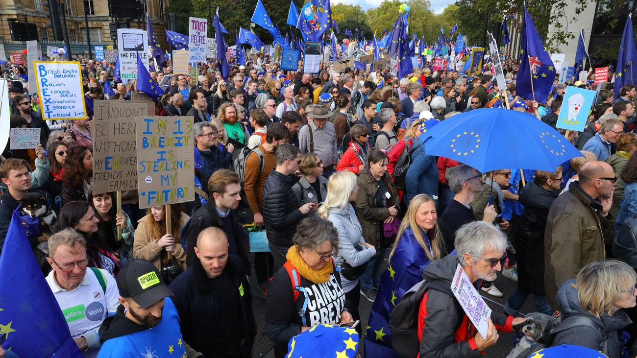 """El Gobierno británico retira la votación del acuerdo del """"brexit"""""""