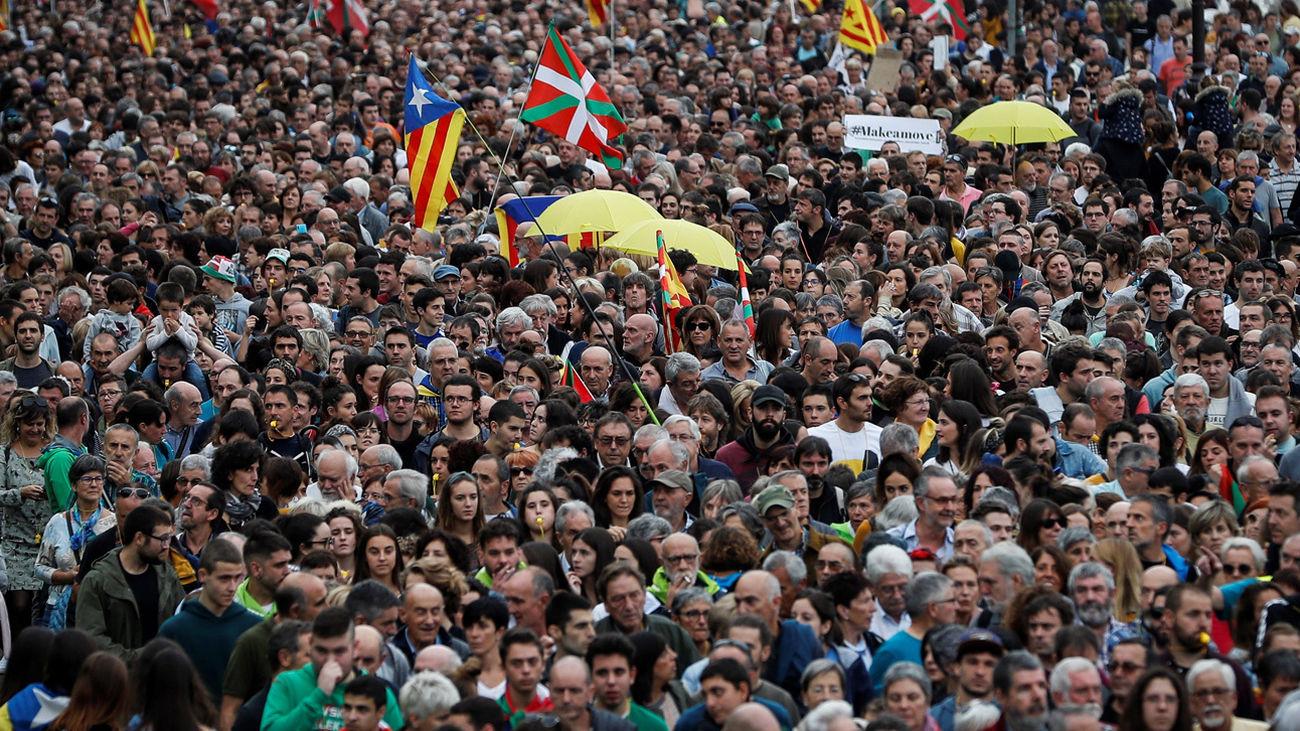 Miles de personas participan en la manifestación convocada este sábado en San Sebastián