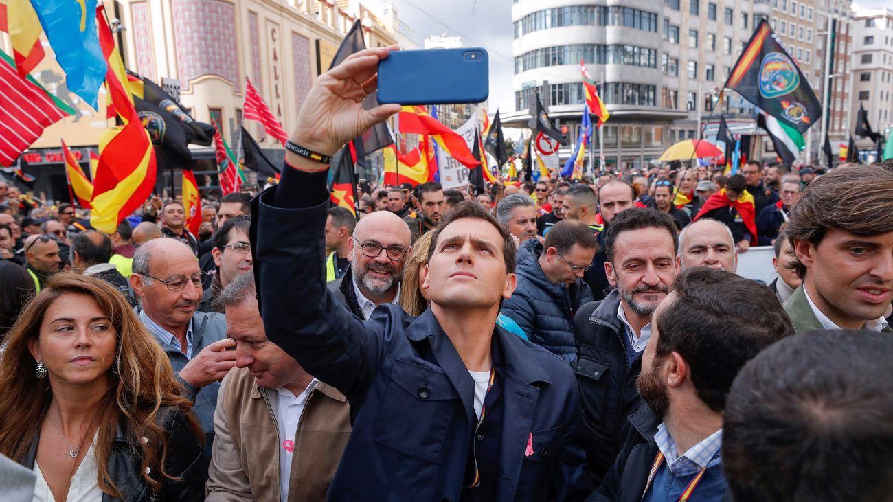 """Rivera insta a Sánchez aplicar """"ya"""" el 155 en Cataluña"""