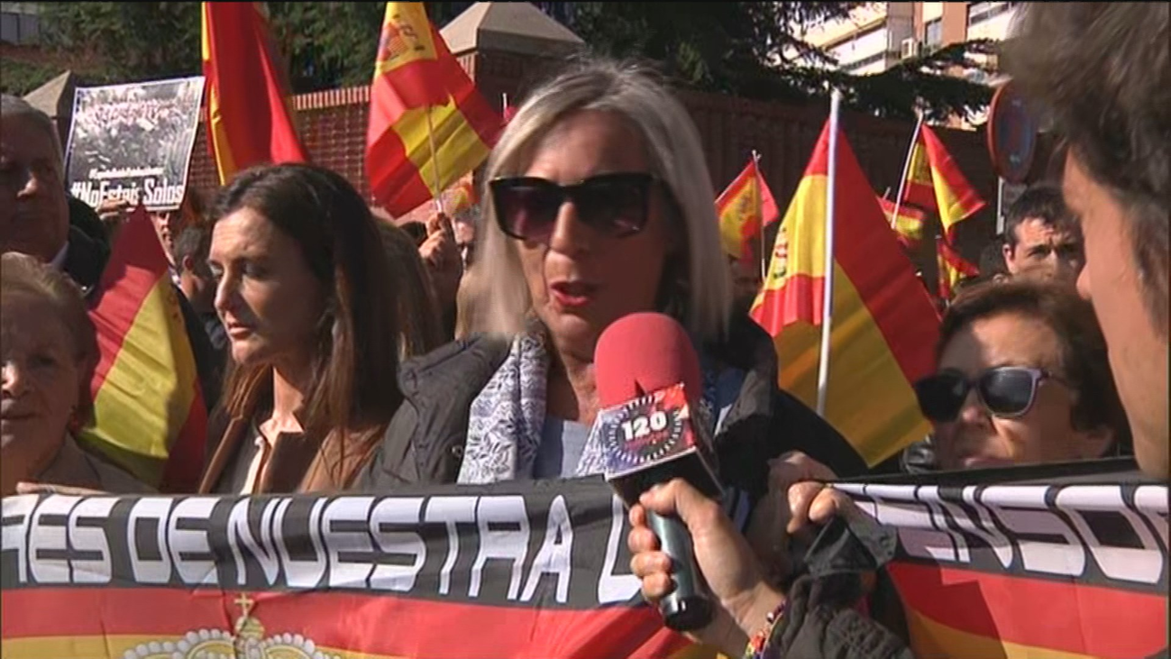 Concentraciones en comisarías de toda España en apoyo a la policía desplazada en Cataluña
