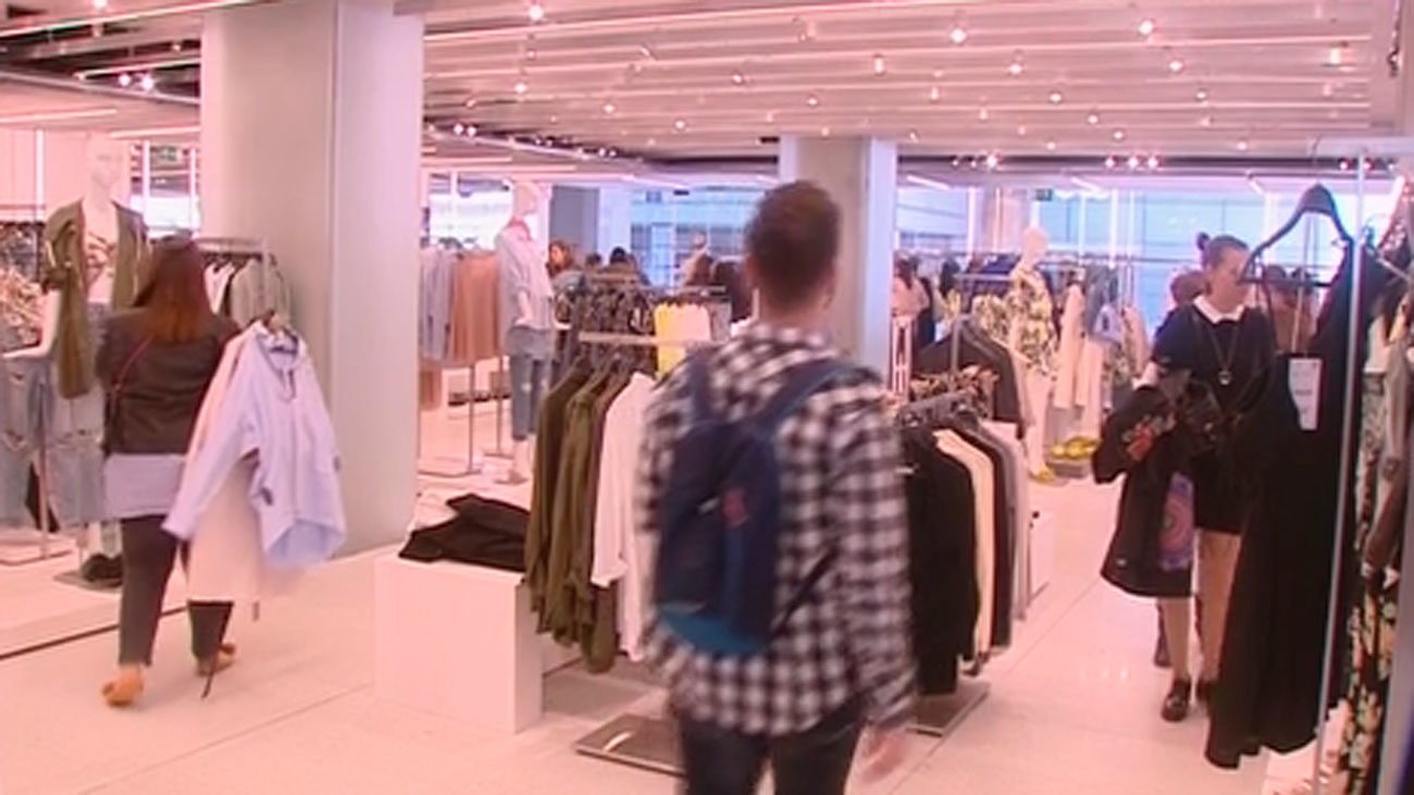 Condenada a seis meses de cárcel por devolver ropa usada y estafar a Zara