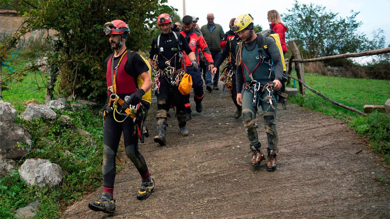 Rescatados sanos y salvos los espeleólogos portugueses a los que se buscaba