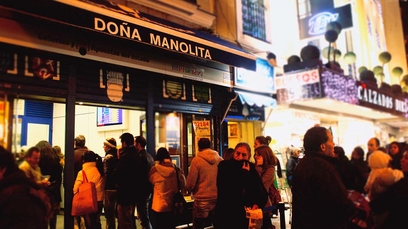 Ya hay colas en Doña Manolita para conseguir el décimo de la suerte