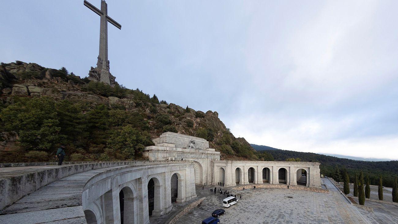 """""""Un necroshow"""", """"un día histórico"""", """"una traición""""... Todas las reacciones a la exhumación de Franco"""