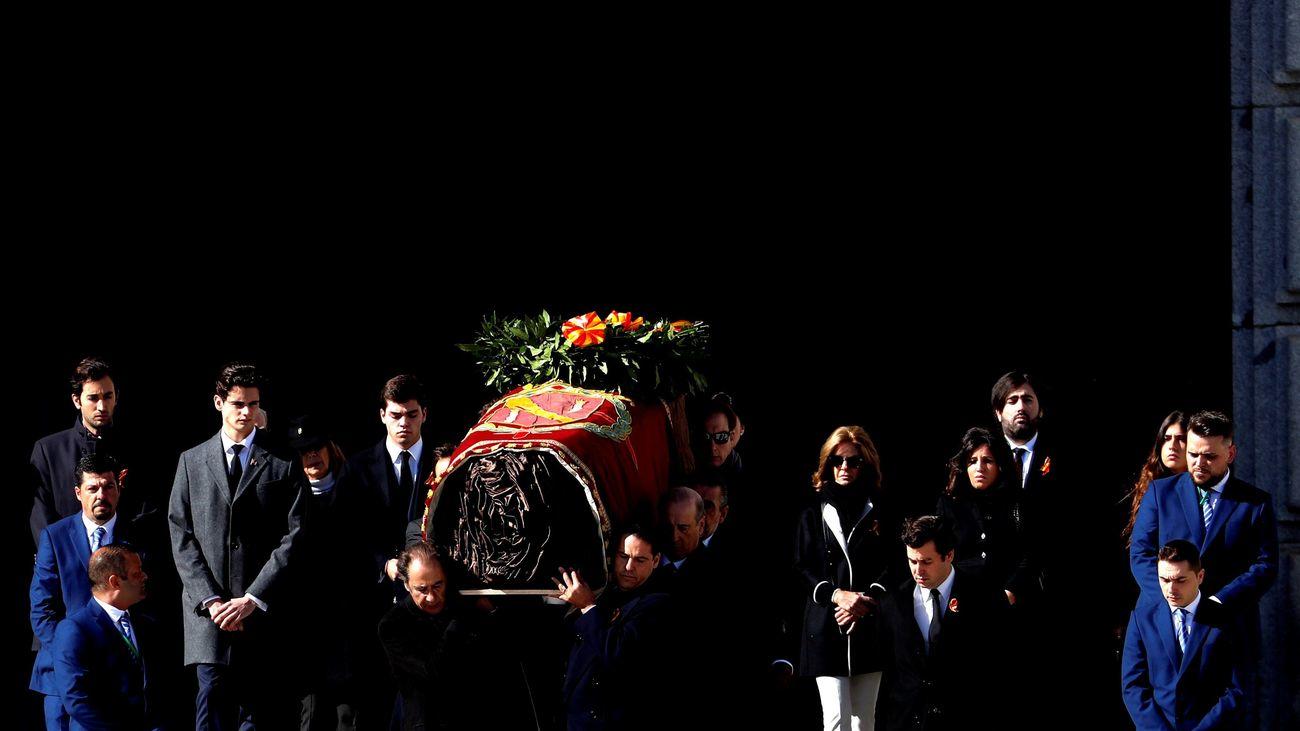 Así ha salido el féretro de Franco del Valle de los Caídos
