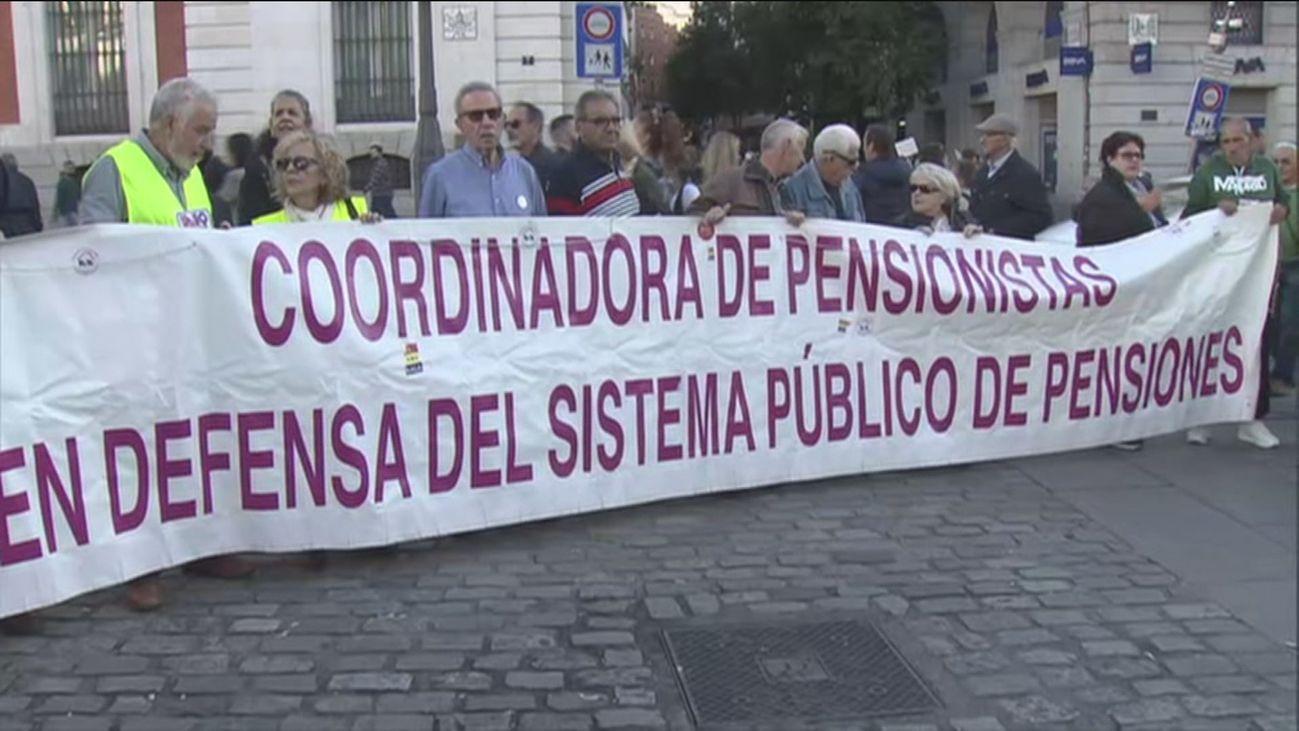 """Más de 60 colectivos se concentran en Sol """"en defensa de lo público"""""""