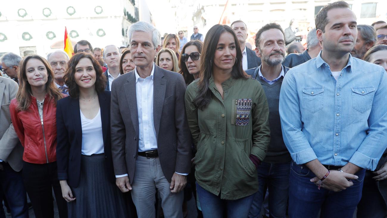 Centenares de madrileños muestran su solidaridad con Cataluña tras disturbios