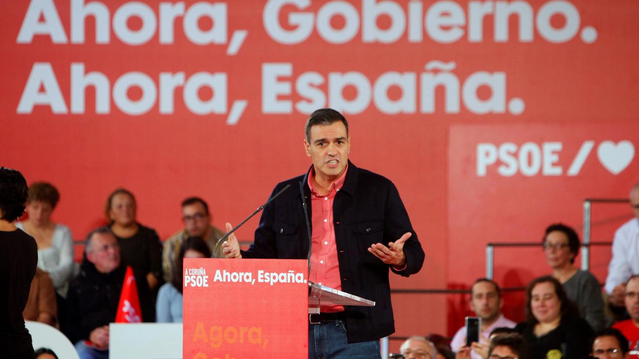 Sánchez critica las soluciones que proponen Casado y Rivera en Cataluña