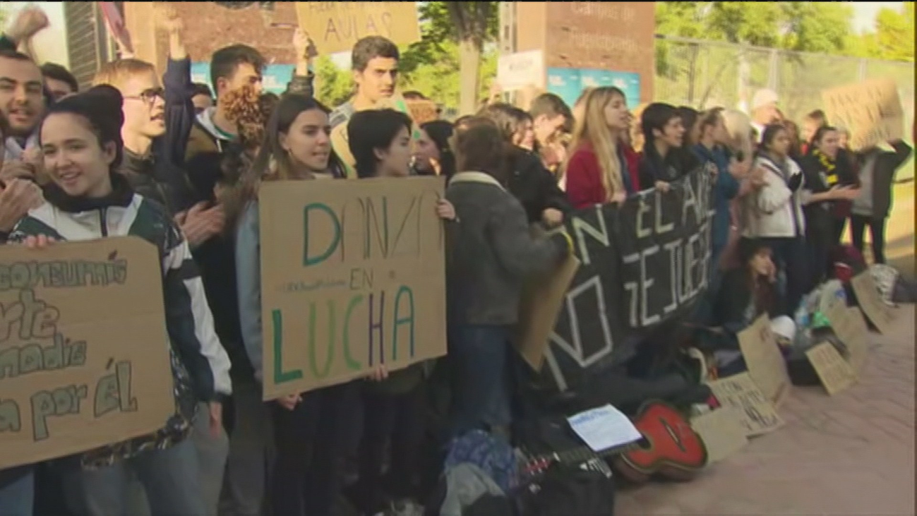 Huelga de los estudiantes de artes visuales y danza de la Rey Juan Carlos